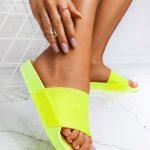 Jak wystylizować stopę latem?